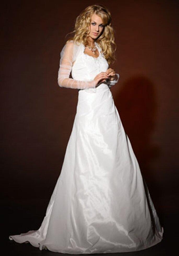 Hochzeitskleid mit Puffärmeln - Model BR7027 von Brinkman Photo © www.arnoldhenri.com
