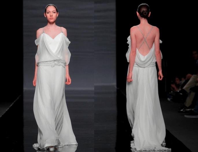 Vestido de novia con silueta holgada y escote en la espalda - Foto Rosa clará