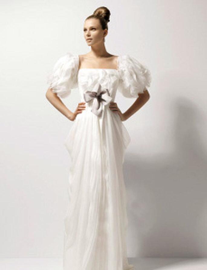 Christian Lacroix 2010 - Ocre, robe longue, manches courtes à volants, noeud central