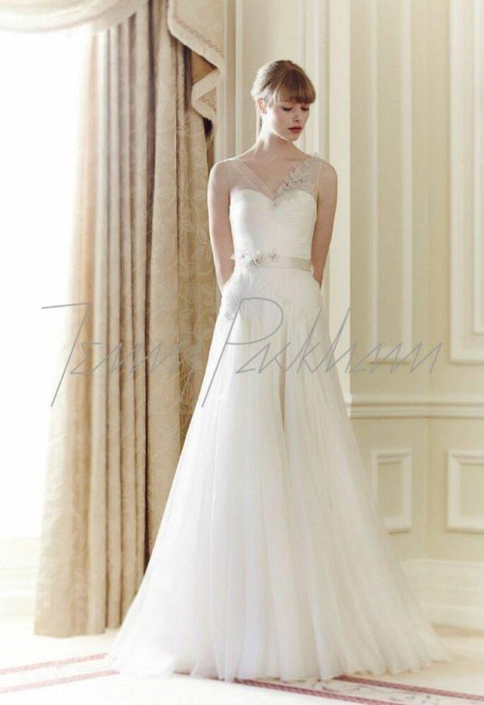 Vestido de novia corte princesa con tirantes transparentes y cinturón de pedrería - Foto Jenny Packham