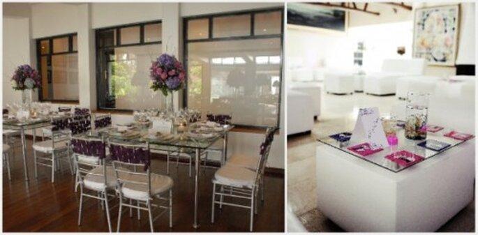 Decoración en fondo blanco con mesas de vidrio y detalles de color. Fotos: Eugenia Ramos Eventos