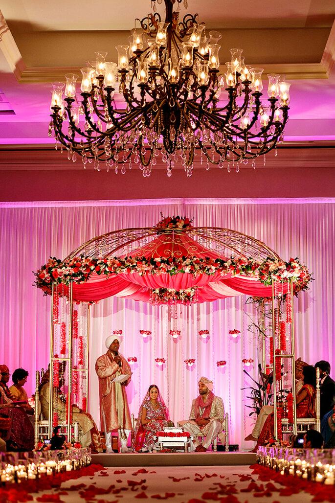 Candelabro elegante en la decoración de la boda. Foto: Nadia D