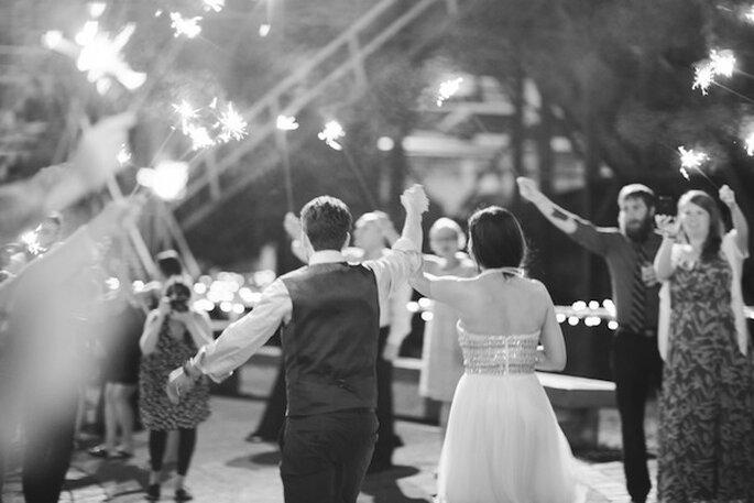 Luces de bengala en tu boda - Foto White Rabbit Studios