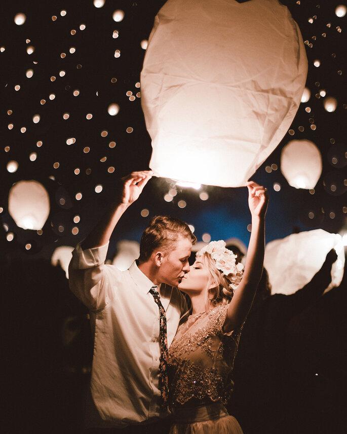 noivos com lanternas chinesas