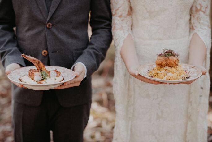 Planeamento, Decoração, arte floral e Catering: Humor ao Lume | Fotografia: Meraki Studio | Vestido: Paula Rola | Fato: Different