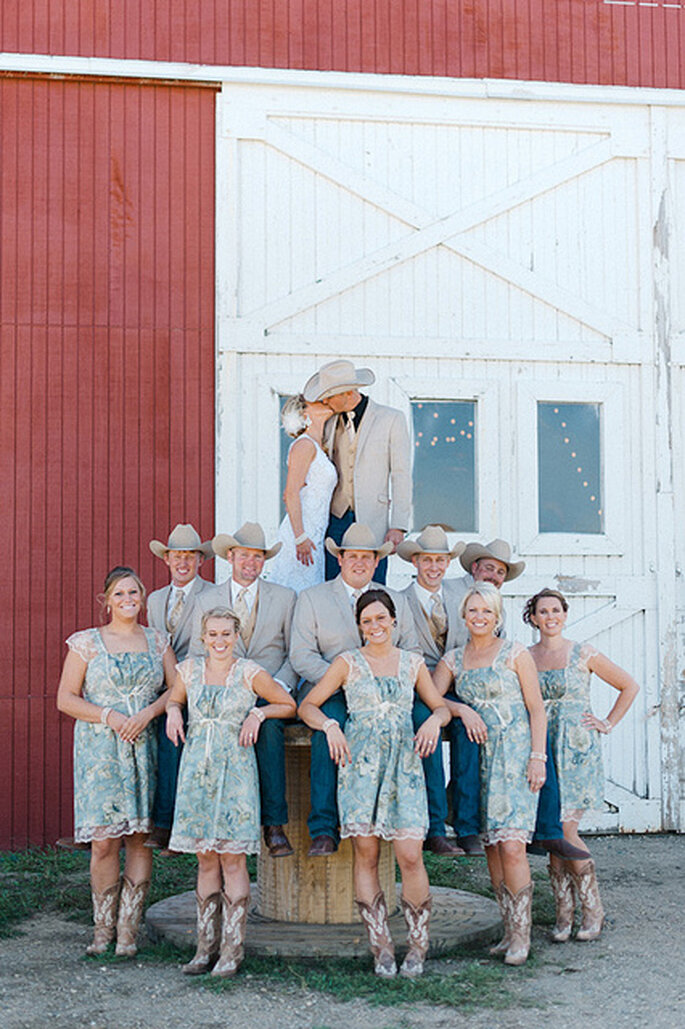 Corte de honor con sombreros del Oeste. Foto: Jeff Sampson Photography