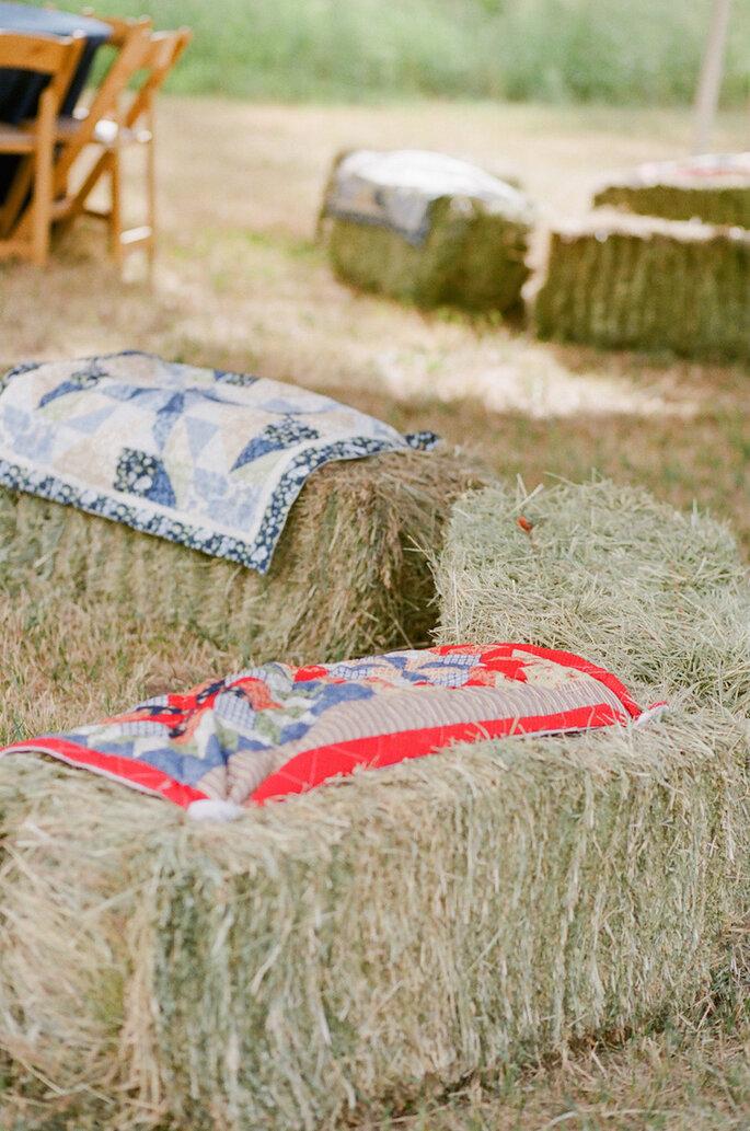 5 astuces pour une décoration champêtre: dîtes OUI aux bottes de paille! - Cara Leonard Photography