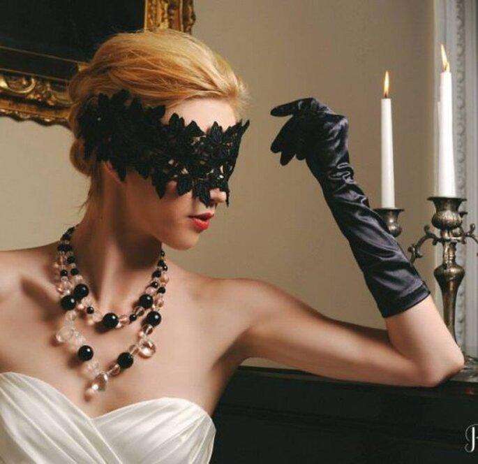 Collar con cuentas en colores blanco y negro - Foto Rosefire Jewelry