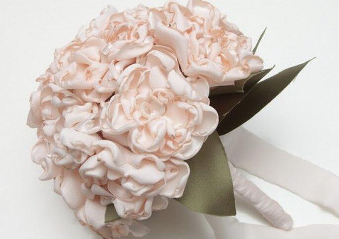 Ramo de peonias rosa pálido en tela