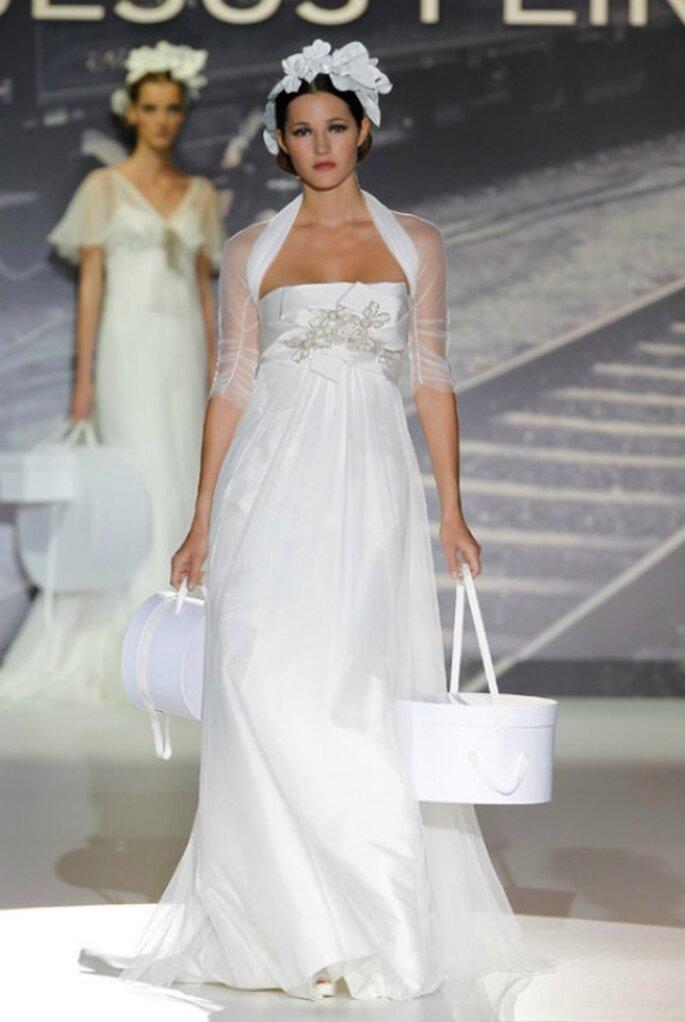 Brautkleid von Jesús Peiró mit Neckholder Trägern aus der Kollektion 2012