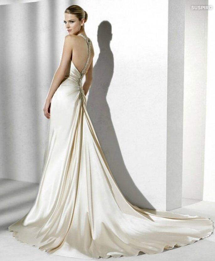 Vestito La Sposa 2012 con schiena scoperta.