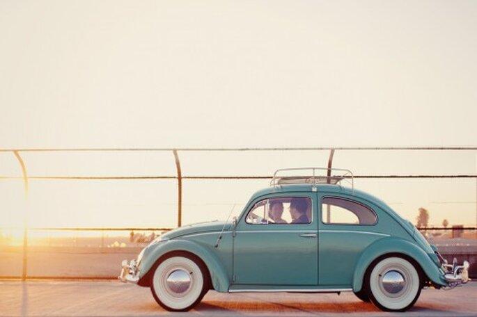 Elige un coche de época para tus fotos de boda estilo vintage - Foto Stephanie Williams