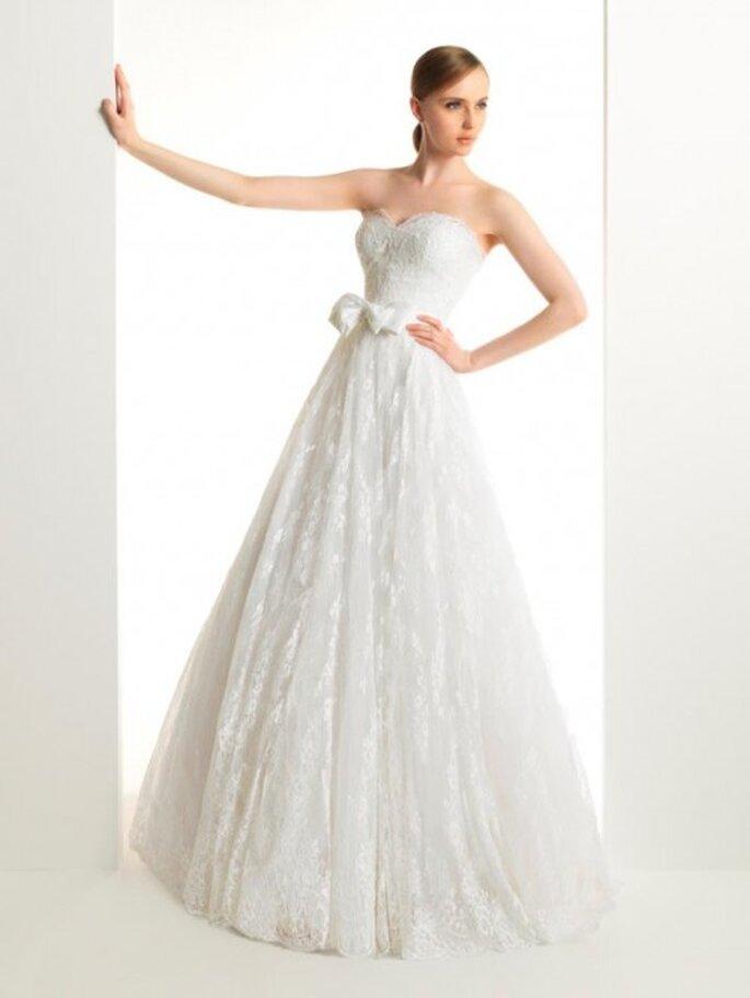 Vestido de novia corte princesa con encaje - Foto Rosa Clará