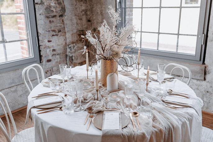 Tischdekoration Hochzeit Gold Weiss modern