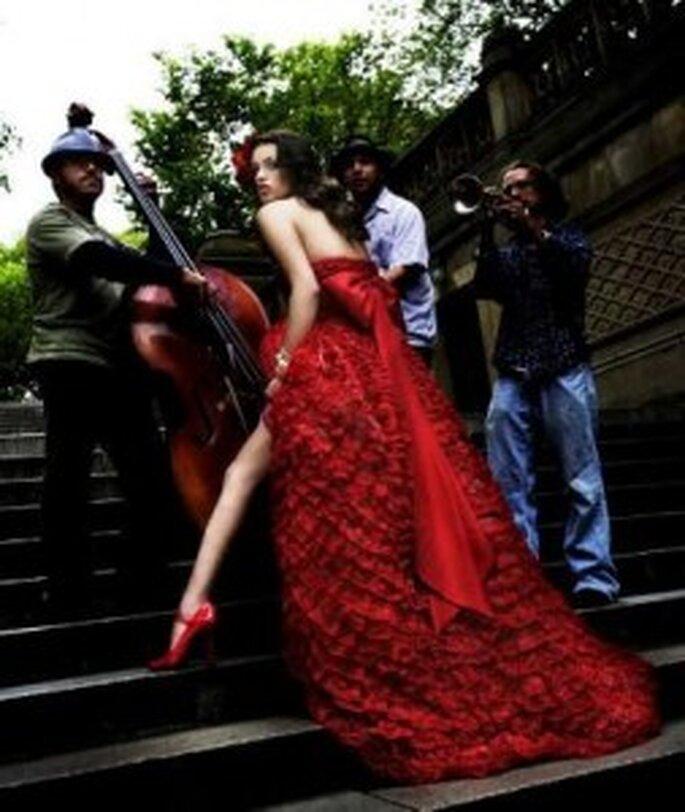Vestido de novia rojo de Reem Acra