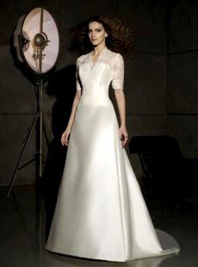 Villais 2010 - Galia, vestido largo en seda y con encaje, corte princesa