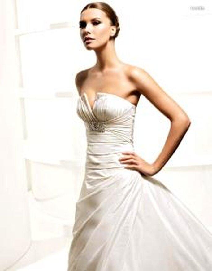 La Sposa 2010 - Lerida, vestido largo en seda plisada, corte princesa
