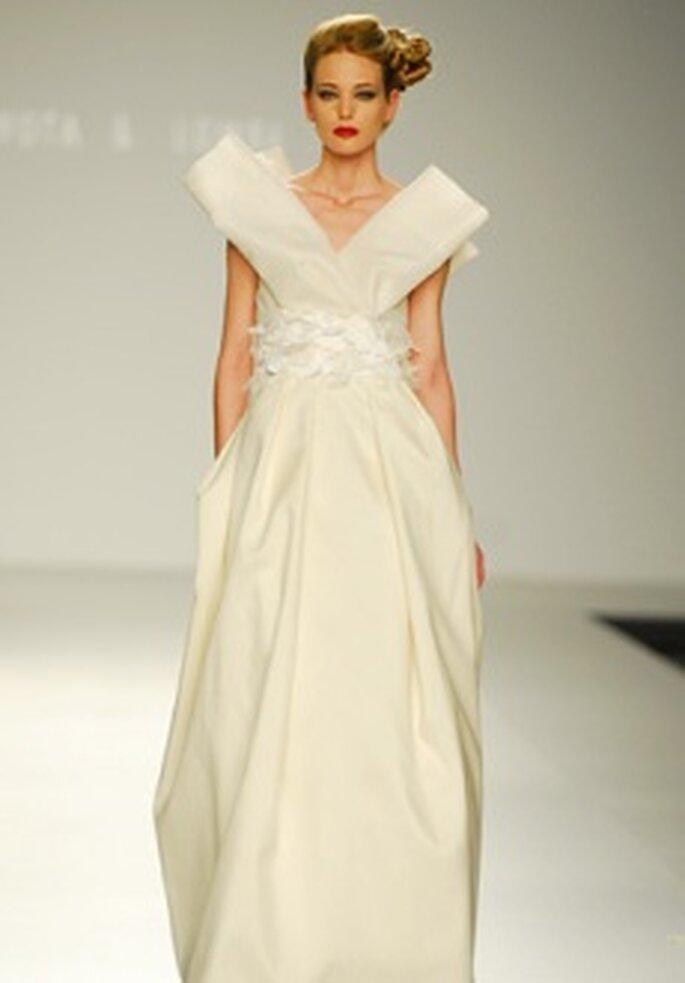 Devota & Lomba 2010 - Vestido largo en seda, talle alto al estilo japonés, escote en V