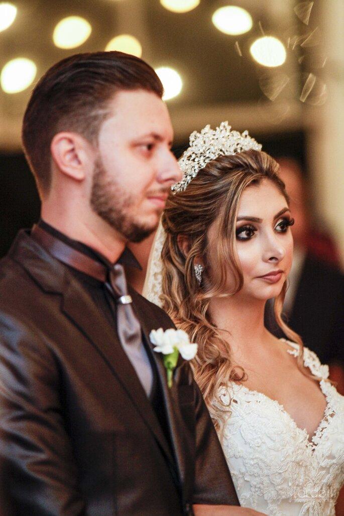 Noiva com cabelo meio preso