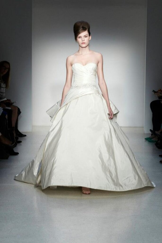 Vestido de novia otoño 2013 corte princesa con terminado en satén - Foto Kenneth Pool