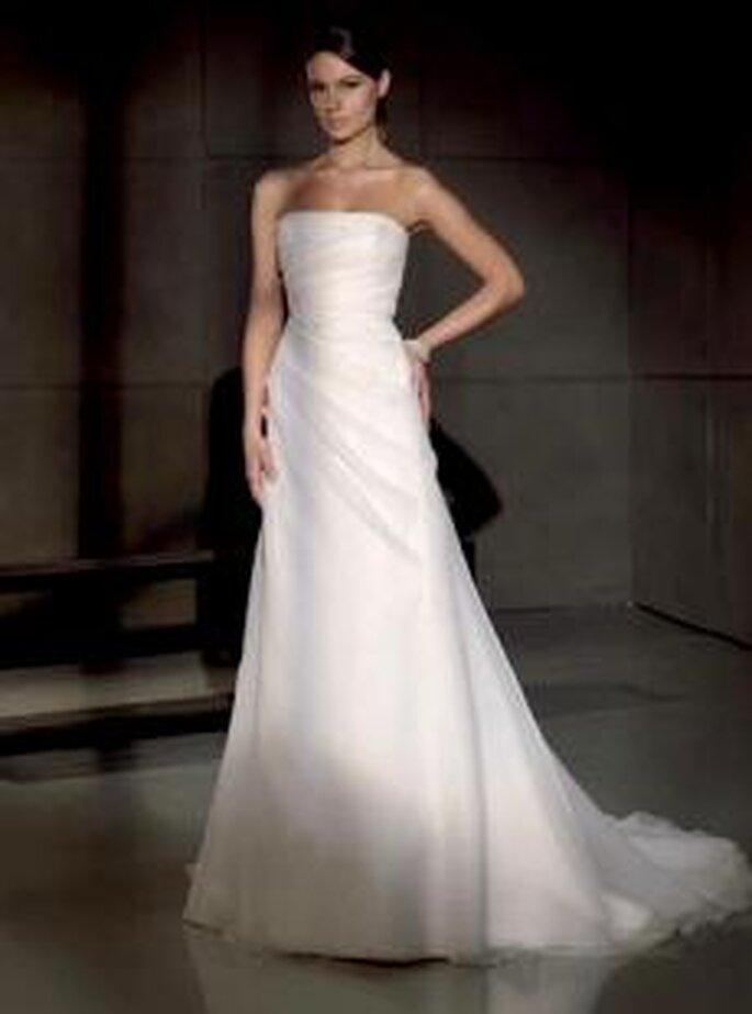 Villais 2010 - Heben, vestido largo en organza, de corte princesa con fruncido lateral suave, palabra de honor
