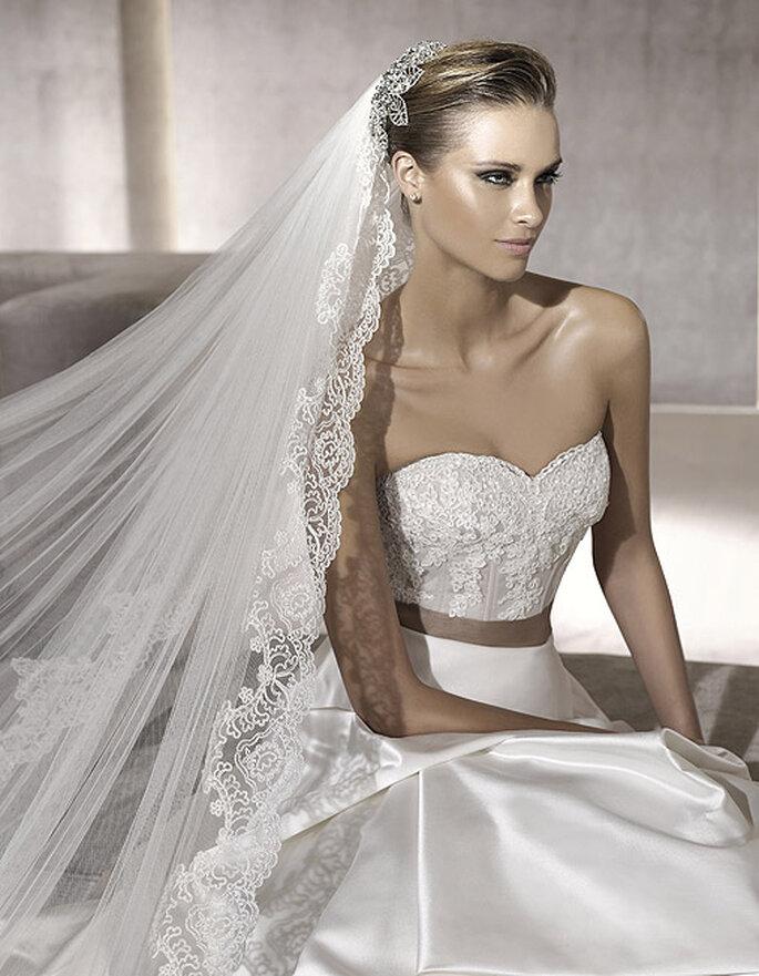 El escote corazón está de moda para novias 2012. Modelo Palas-D. Foto: Pronovias
