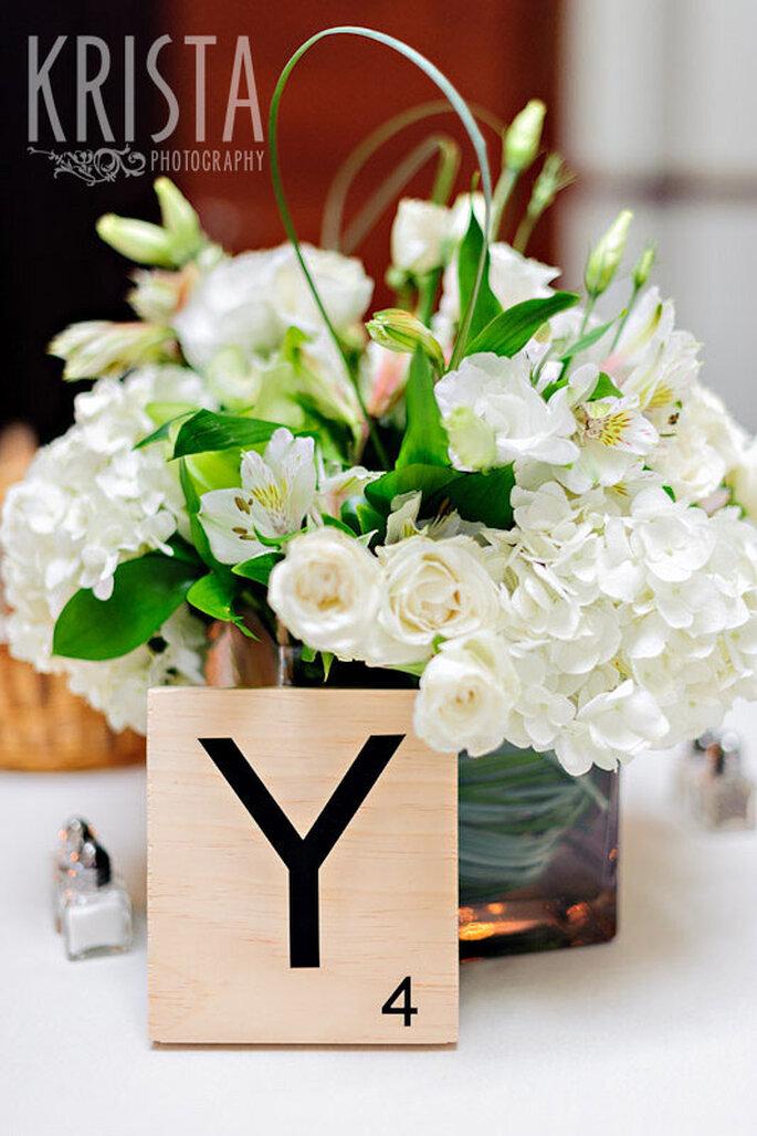 Juego de letras en tu boda con inspiración en el Scrabble. Foto: Krista Photography