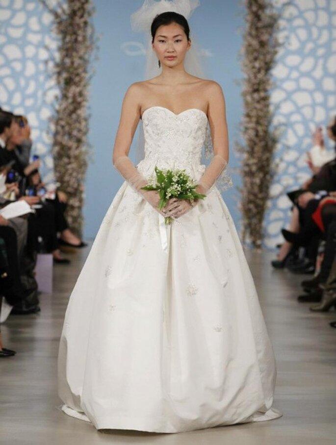 Vestido de novia en color blanco corte princesa con apliqués en falda y corpiño- Foto Oscar de la Renta