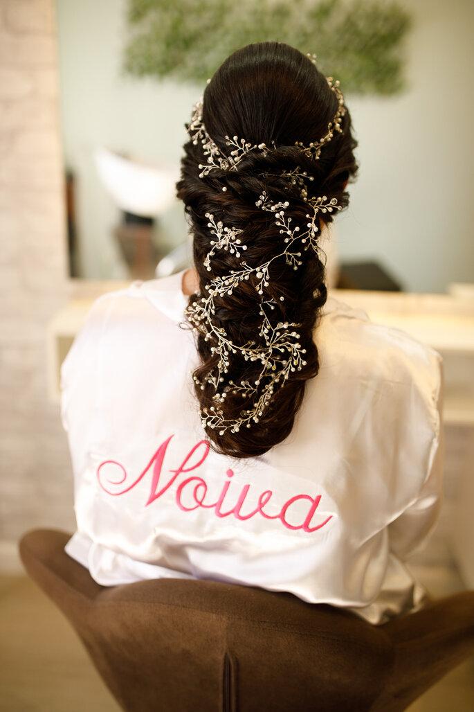 Acessório de cabelo da noiva: Atellier Alessandra Quinaglia - Foto: Marcelinos Fotografia