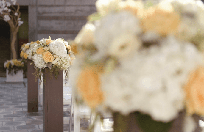 Flores en color amarillo sutil para bodas 2014 - Foto John Park Photography