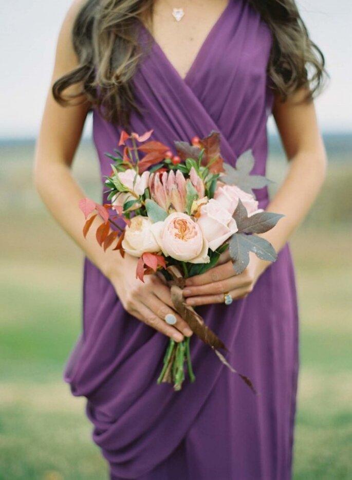 Detalles en color violeta para la decoración de tu boda - Foto Elisa Bricker