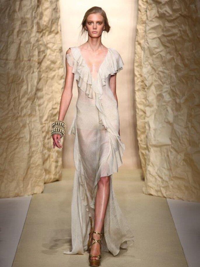 Nude Look per le invitate con questo modello ultrafemminile di  Donna Karan