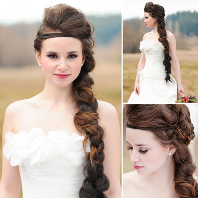 Peinado de novia con larga trenza lateral y diadema trenzada sobre la frente. Foto: Courtney Clarke