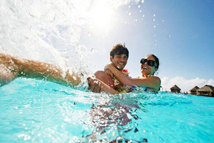 casal na água