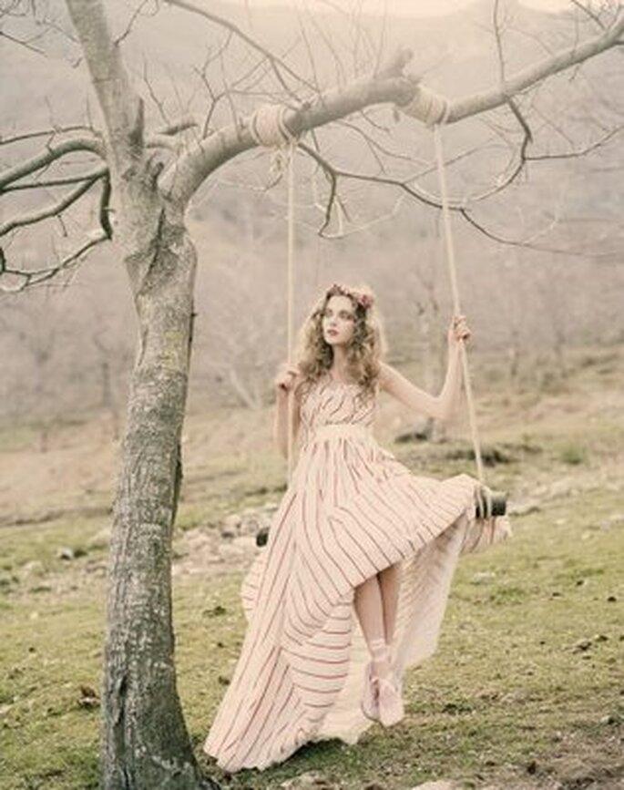 Cérémonie hippie pour mariée moderne - Photo : weddinggowns.com