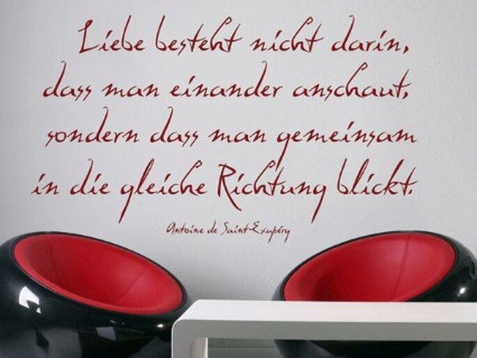 Wandtattoo: Liebesgedicht an der Wand. Foto: wandtattoos.de