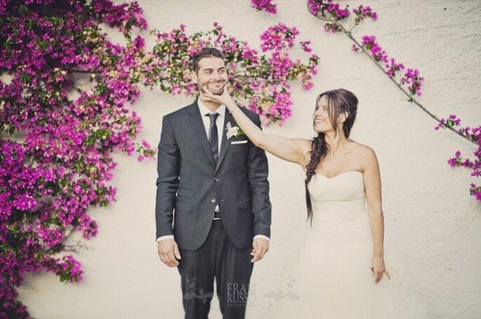 Recien casados posando entre bugambilias - Foto: Fran Russo