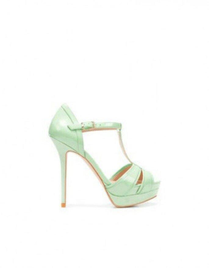 Sandalo color latte e menta con plateau. Zara
