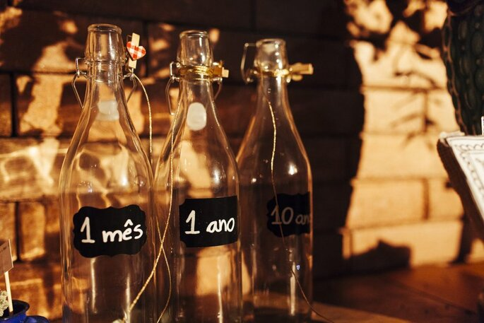 Garrafinhas DIY de mensagens para os noivos