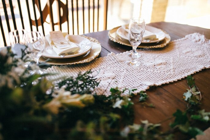 Decoração rústica para casamento com detalhes em branco