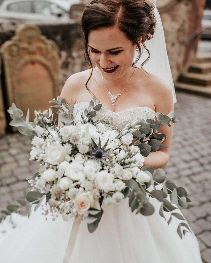 Hochzeitsfloristik Kochanow, Braut mit weißem Brautstrauß