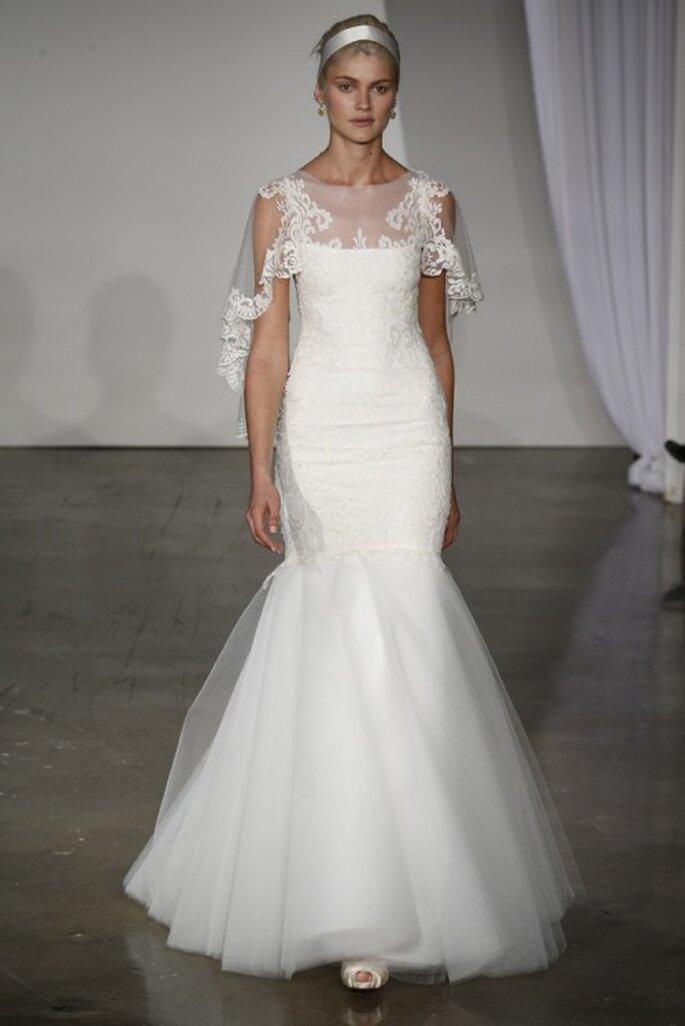 Vestido de novia largo con capa y silueta sirena - Foto Marchesa