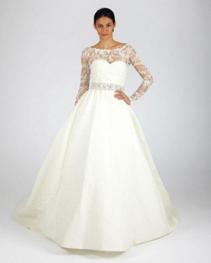 Vestido de novia para otoño con mangas largas, escote ilusión y detalle de pedrería en la cintura - Foto Oscar de la Renta