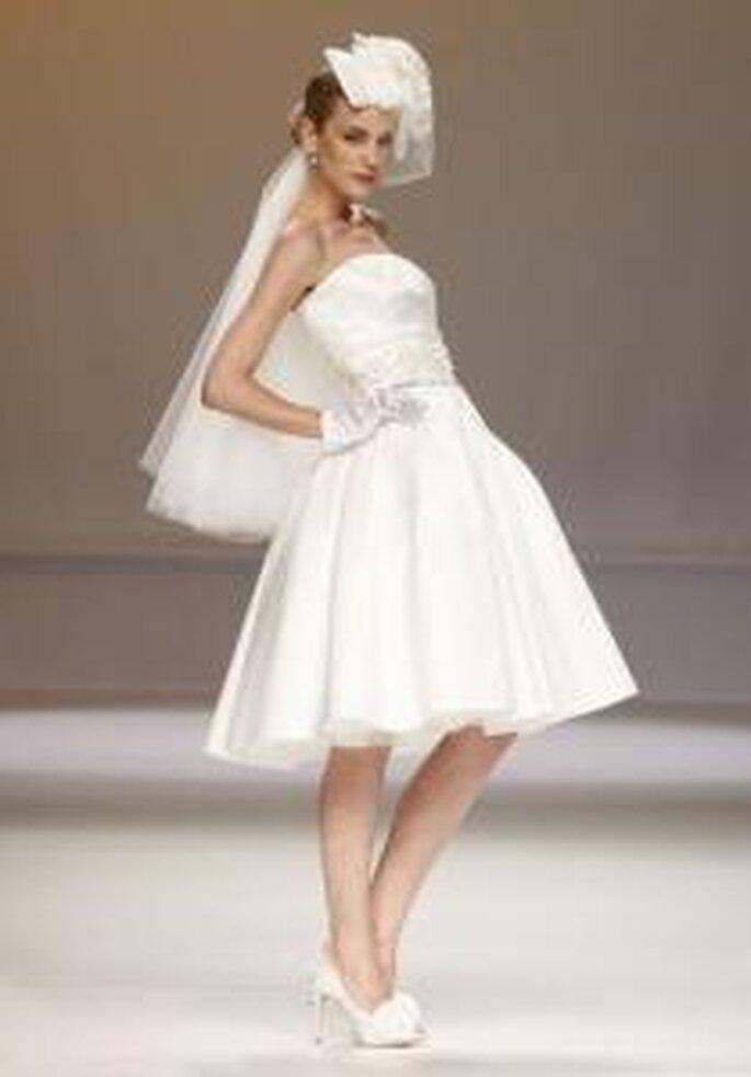 Novia D'Art 2010 - Vestido corto de corte princesa, escote palabra de honor