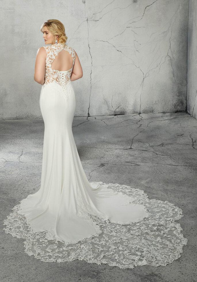 vestidos para gorditas Vestido con escote en corazón con ilusión, strapple, decorado con encaje, aplicaciones y crepé.