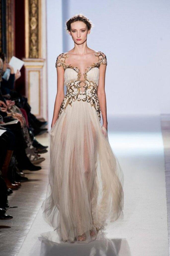 Vestidos de novia en blanco y dorado con inspiración en diosas griegas