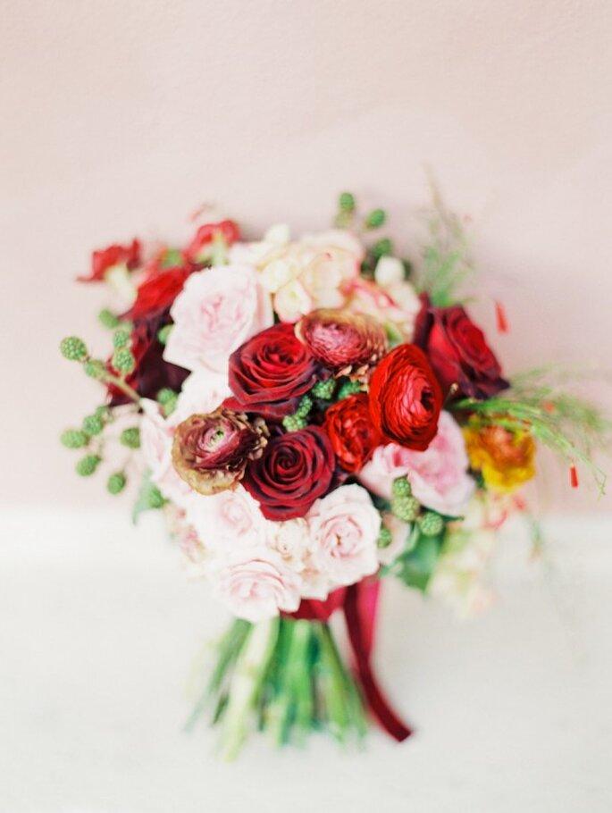 Tintes rojizos y magia en tu boda - Foto Michelle March