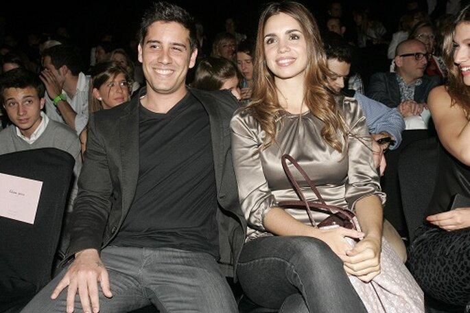 Elena Furiase junto a su novio en el 'front-row' de Rosa Clará.Foto: Barcelona Bridal Week
