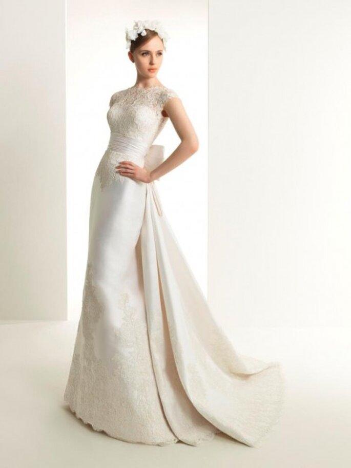 Vestido de novia con encaje en el escote y falda - Foto Rosa cLará