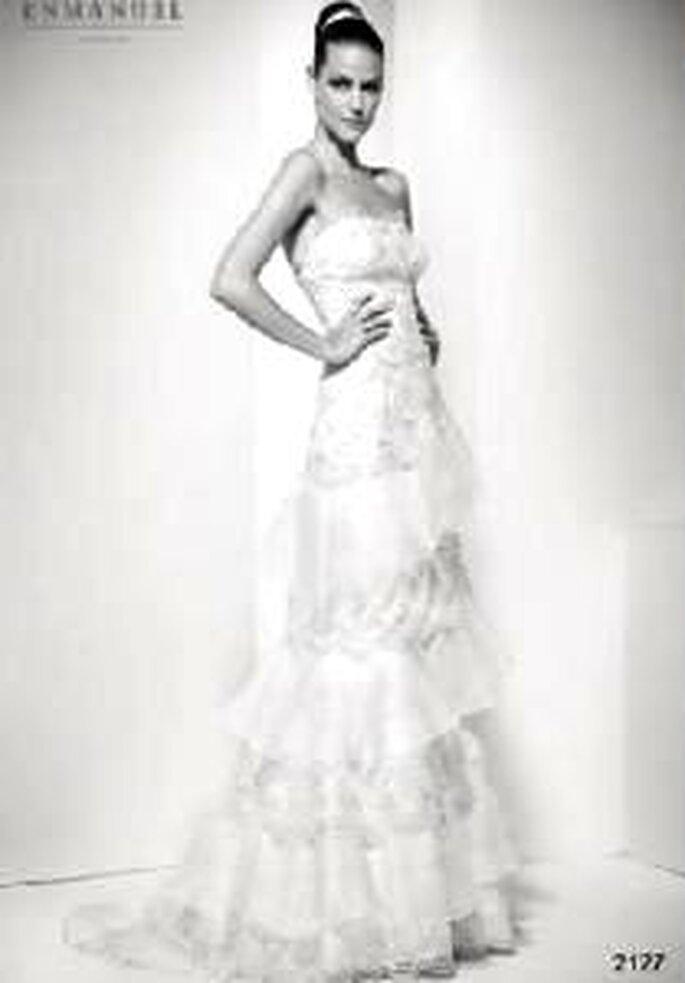 Enmanel Couture 2009 - Vestido palabra de honor con top de encaje y volantes de organza